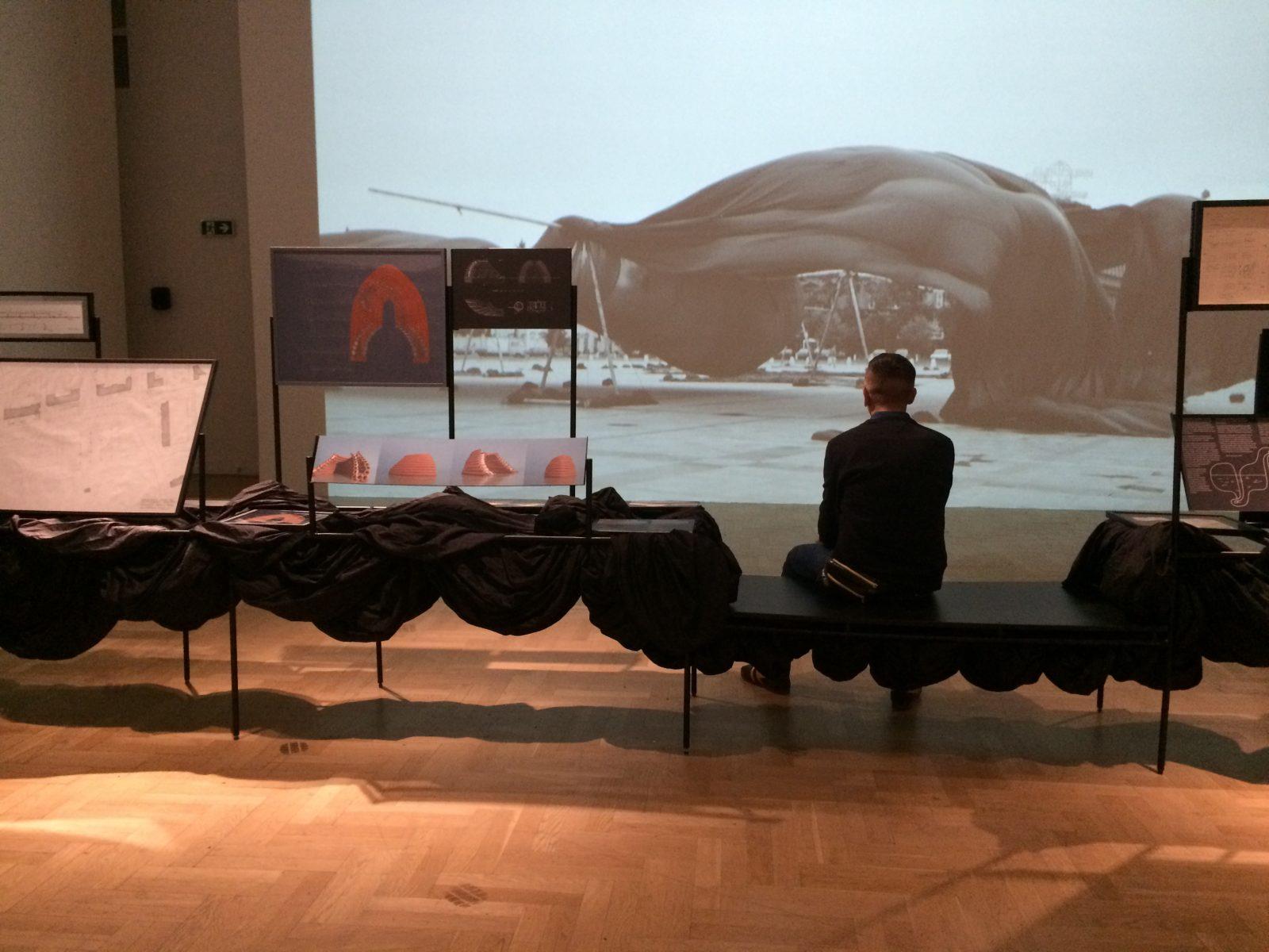 Sarmen Beglarian and the documentation of the Cloud macro-installation. Photo Małgorzata Kuciewicz