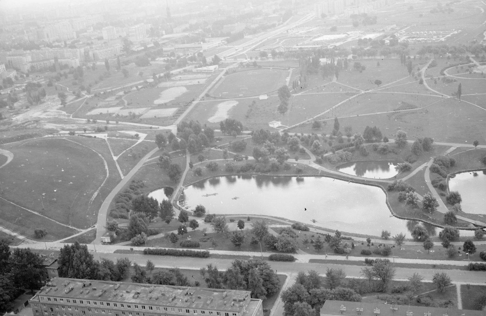 Moczydło Park aerial view, Lech Zielaskowski's photo archives, 1975, NAC, file no. 3/53/0/8/564