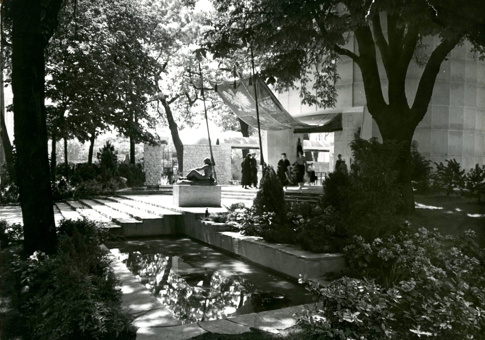 View of the main entrance photo RUAN, 1937. Polish Academy of Sciences Archives, Lech Niemojewski's archives, file no. III-67, no. 84, photo 1164